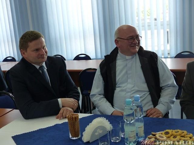 Ініціатором співпраці Романівського району з Кольбушовським повітом в Польщі з 2001 року виступає ксьондз-пробощ Рішард Дзюба.